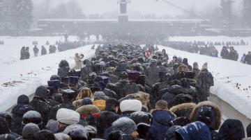 С военен парад отбелязаха 75 години от края на блокадата на Ленинград