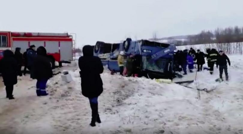 снимка 1 Автобус с деца се преобърна в Русия, има жертви и ранени