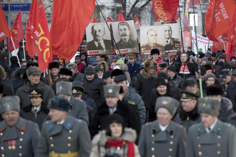 В Русия честват Деня на защитника на отечеството, който почита