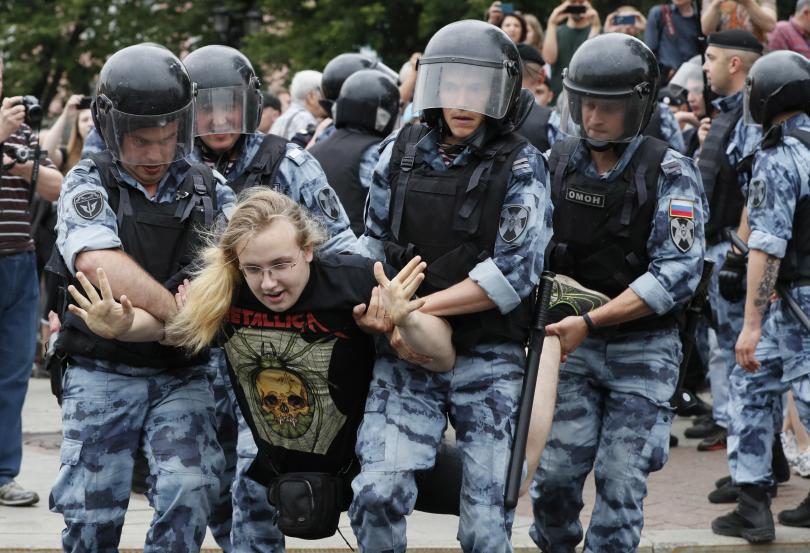 Бурен се оказа днешният празник за Русия! Страната чества Деня
