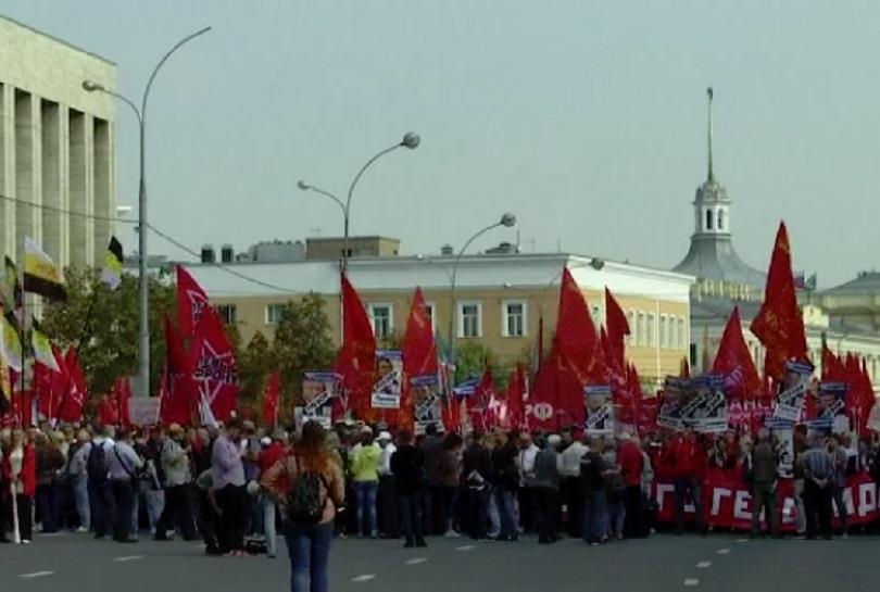 Хиляди хора демонстрираха днес в различни градове на Русия в