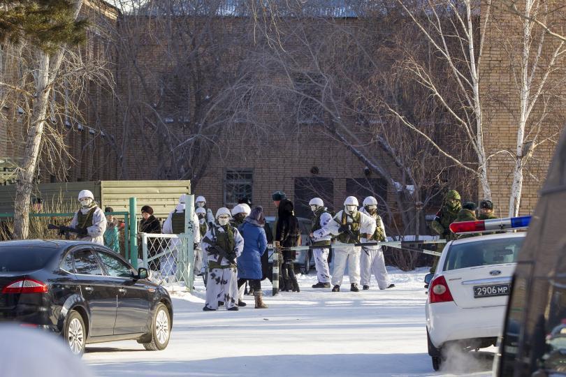 Тинейджър с брадва нападна ученици в Сибир и рани седем души