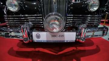 Лимузини на съветския елит излязоха от гаража на Кремъл