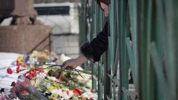 Хиляди се стекоха на мълчаливи бдения в памет на загиналите в Кемерово