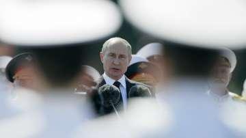С пищен парад Русия отбеляза Деня на военноморския флот