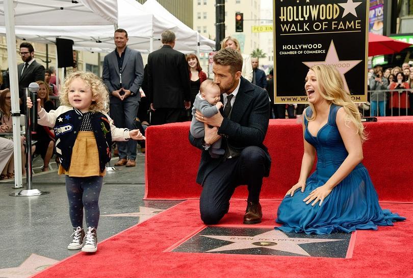 Актьорът Райън Рейнолдс със звезда на Алеята на славата в Холивуд (СНИМКИ)