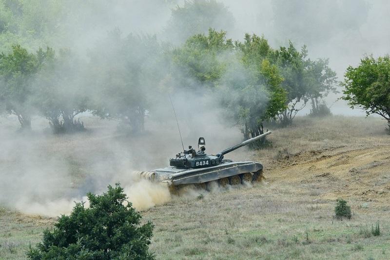 """Т-72, по време на учението """"Сейбър гардиън"""""""