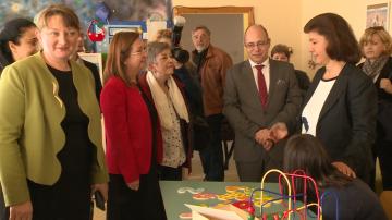 Сачева: Българската социална система не отнема деца от семействата