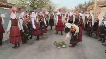 На Лазаровден в Съединение спазват древния обичай кумичене