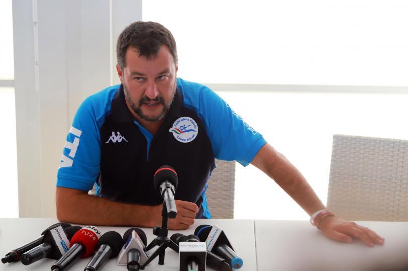 Разследват Матео Салвини заради кризата с кораба с мигранти Оупън армс