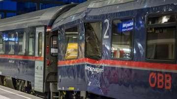 Десетки леко пострадали след сблъсък на два влака в Залцбург