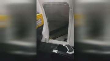 Пасажер от кацнал самолет отвори аварийния изход заради нежелание да чака