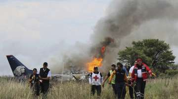 Мексикански самолет се разби заради силна градушка, 85 души са ранени