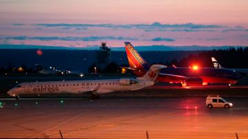 Служител на летището в Сиатъл открадна самолет и катастрофира в морето