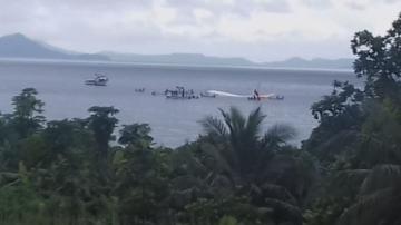 Пътнически самолет се приземи в тихоокеанска лагуна