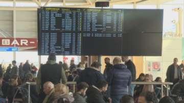 Над 150 души останаха блокирани близо 12 часа на Летище София