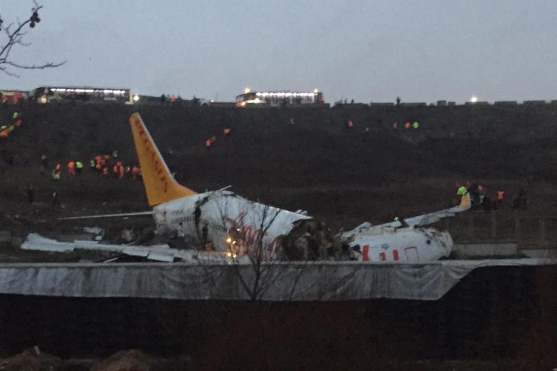 Турски самолет със 177 души на борда излезе извън пистата