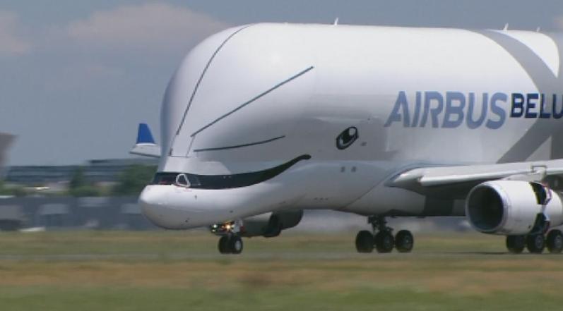 Европейският самолетопроизводител Еърбъс пусна в полет новия си товарен самолет.