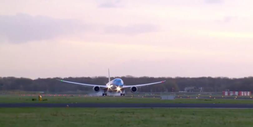 Два самолета се сблъскаха на летището в Амстердам, няма пострадали