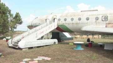 Доброволци превръщат ръждясал самолет в детска атракция в Силистра