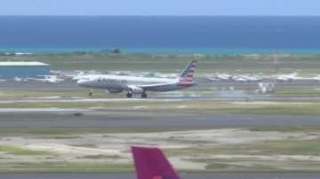 Пътнически самолет беше приземен заради буйстващ мъж