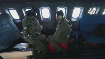 Обискират домовете на пилотите на изчезналия самолет