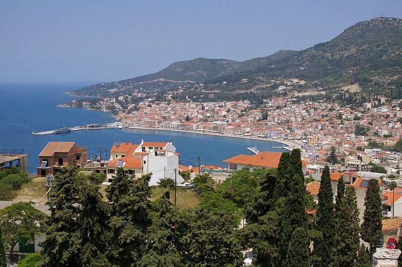 Стотици туристи бяха евакуирани от хотели и плажове на гръцкия