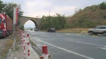 Трима и дете пострадаха след катастрофа на Е-79 край Сандански