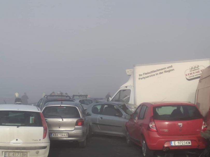 снимка 3 Тежка катастрофа край Сандански, има загинал и много пострадали (СНИМКИ)
