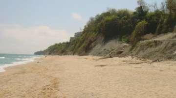 Пет от неохраняемите плажове във Варненско вече имат спасители