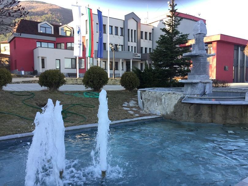 По разпореждане на прокуратурата в Сапарева баня се проверяват 19