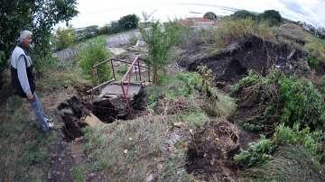 Специалисти от Геозащита правят оценка на щетите след свлачището в Сарафово