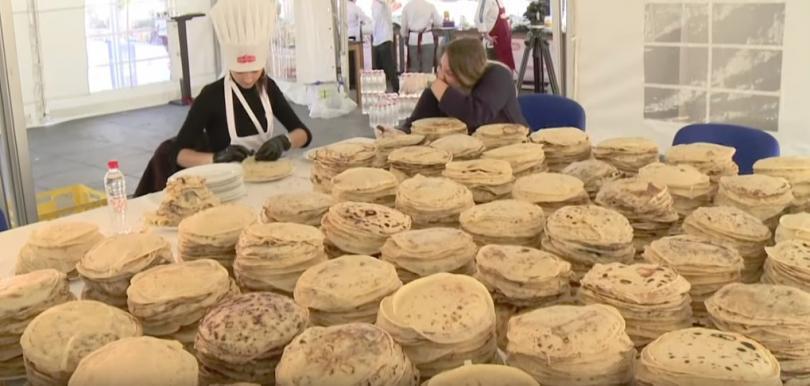 Група от близо 140 босненски готвачи поставиха нов световен рекорд,