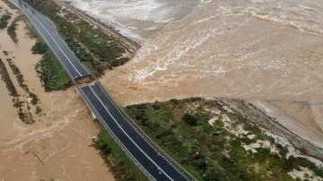 Наводнения в Сардиния - мост рухна заради порой