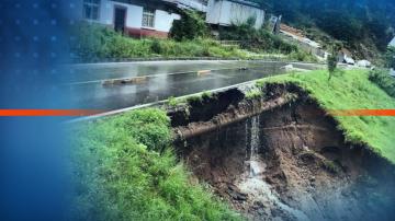 Пътят за село Боголин се разцепи на две след поройни дъждове