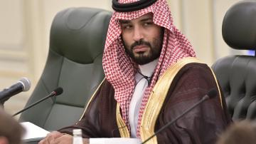 Саудитският престолонаследник обвинен за хакерска атака срещу Безос