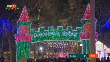 Коледният град в Драма привлича много български туристи