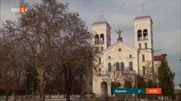 Художници от Раковски рисуват картини за визитата на папа Франциск