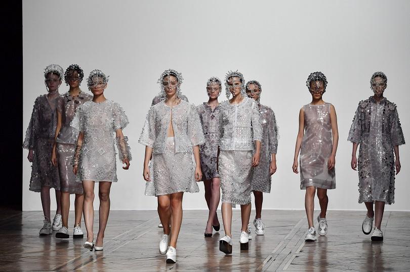 Париж заживя в ритъма на модните дефилета. За Седмицата на