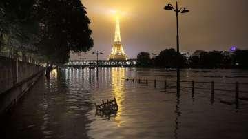 Нивото на река Сена леко се понижи