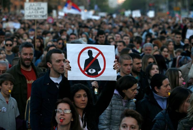 сърбия поредна нощ протести вучич
