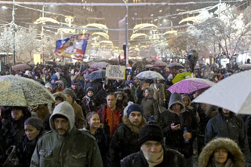 Въпреки снега и студа, хиляди протестираха в Белград, за да