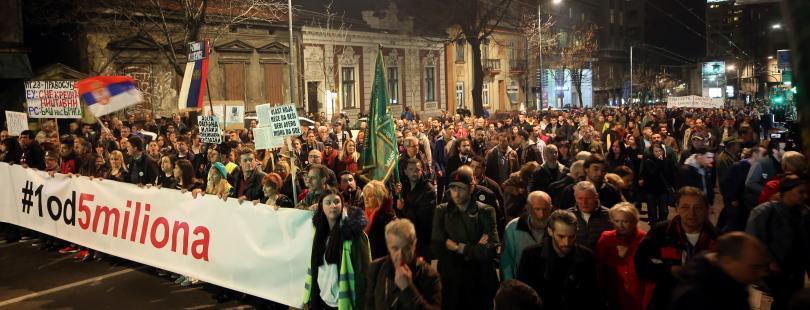 снимка 2 Напрежение в Белград: Президентът Вучич под обсада
