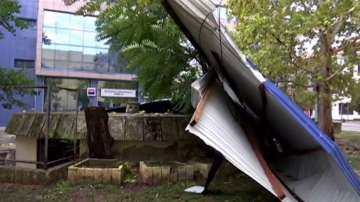 Силна буря връхлетя Сърбия, ураганен вятър във Войводина