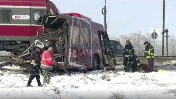 Влак блъсна училищен автобус в Сърбия - петима са загинали, 30 са ранени