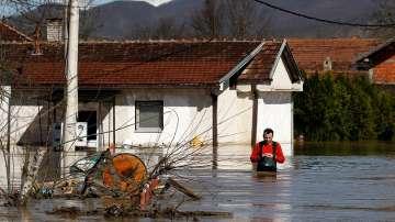 Трети ден извънредно положение заради наводнения в Сърбия