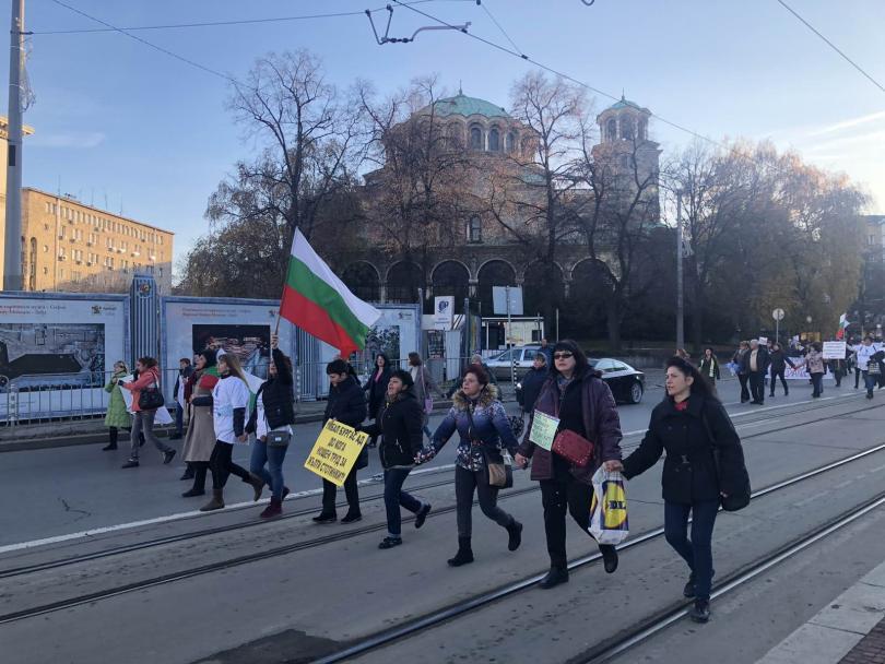 снимка 6 Медицинските сестри излязоха на протест и шествие с искане за здравна реформа
