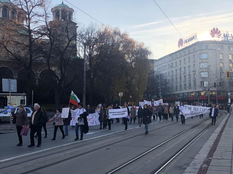 снимка 7 Медицинските сестри излязоха на протест и шествие с искане за здравна реформа