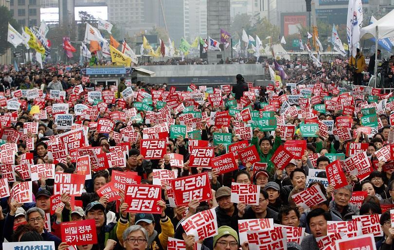 снимка 1 Масов протест в Сеул с искане на оставката на президента