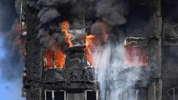 Засега изгорелият блок в Лондон няма да бъде събарян